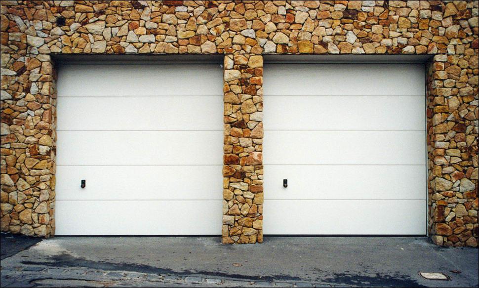Hörmann szekcionált garázskapu sima felülettel